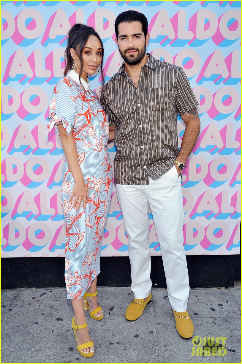 jesse metcalfe cara santana couple up at aldo celebrates summer in venice beach 174101494