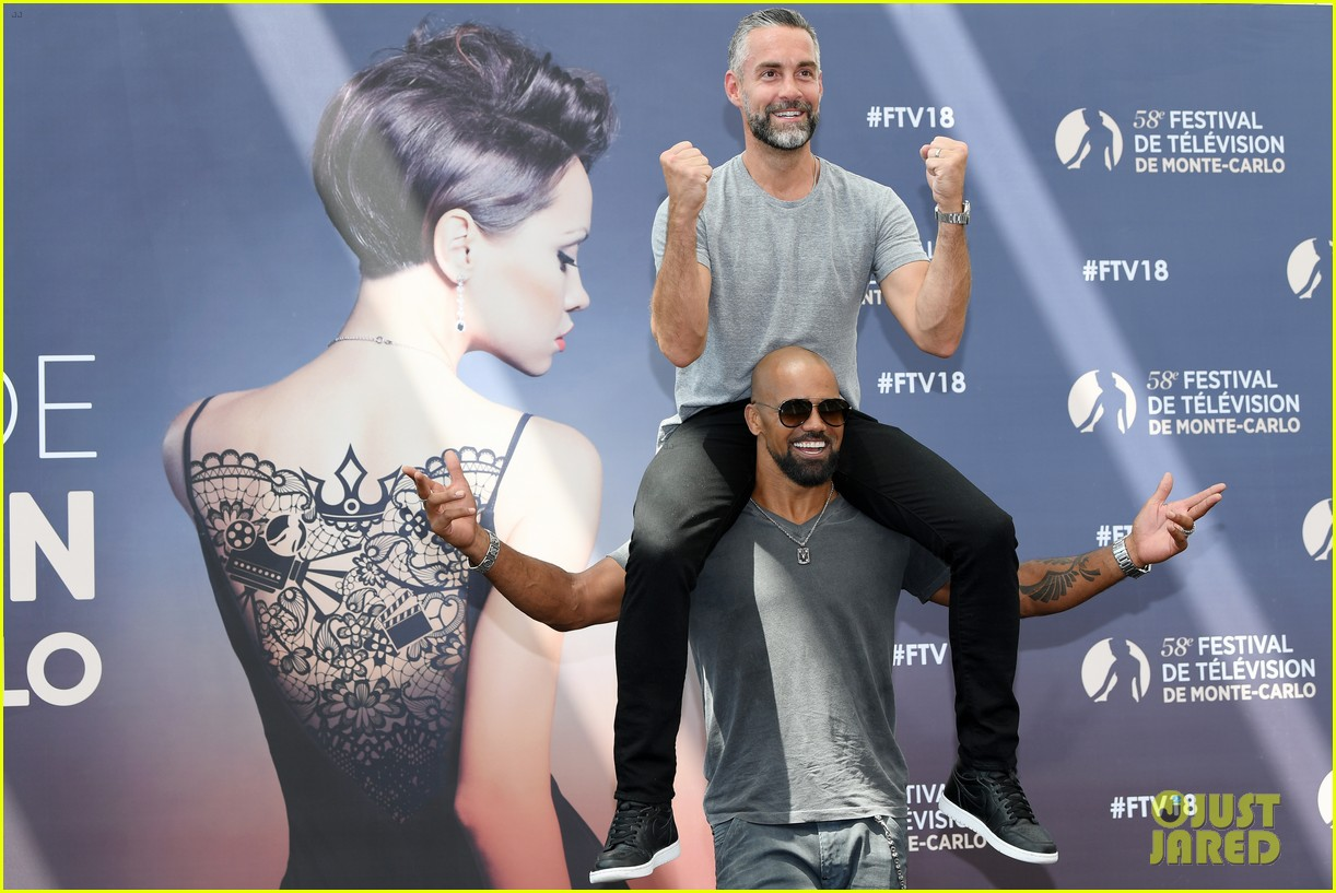 shemar moore bares abs monte carlo 014103206