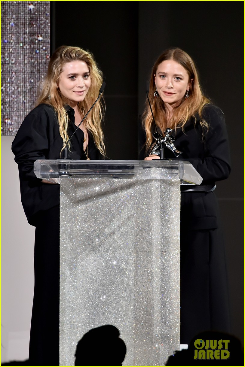 mary kate and ashley olsen win accessories designer of the year at cfda fashion awards 2018 024095257