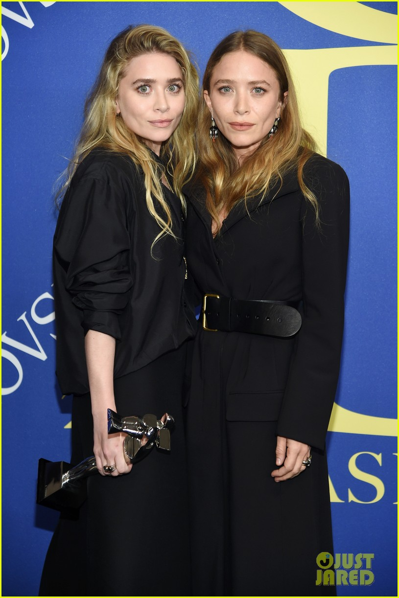 Mary Kate Ashley Olsen Win Accessories Designer Of The Year At Cfda Fashion Awards 2018 Photo 4095258 2018 Cfda Fashion Awards Ashley Olsen Mary Kate Olsen Olsen Twins Pictures Just Jared