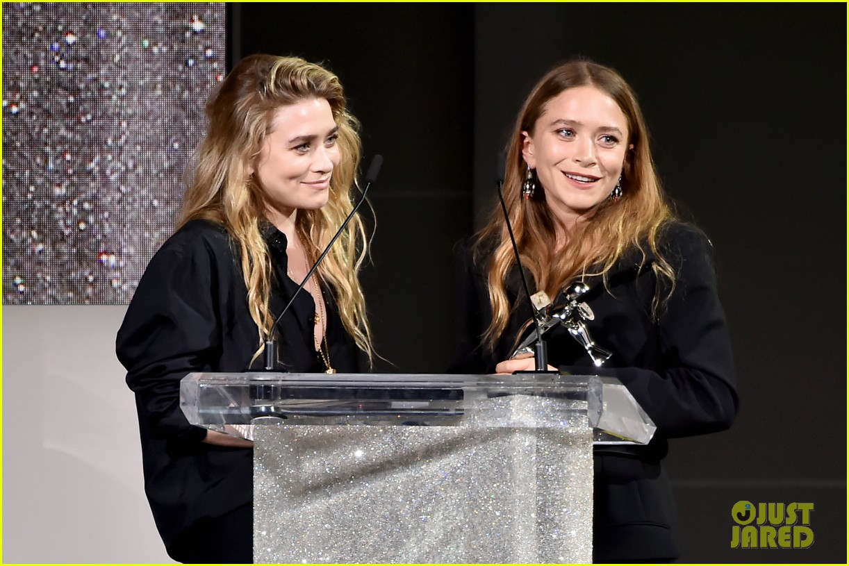 mary kate and ashley olsen win accessories designer of the year at cfda fashion awards 2018 054095260