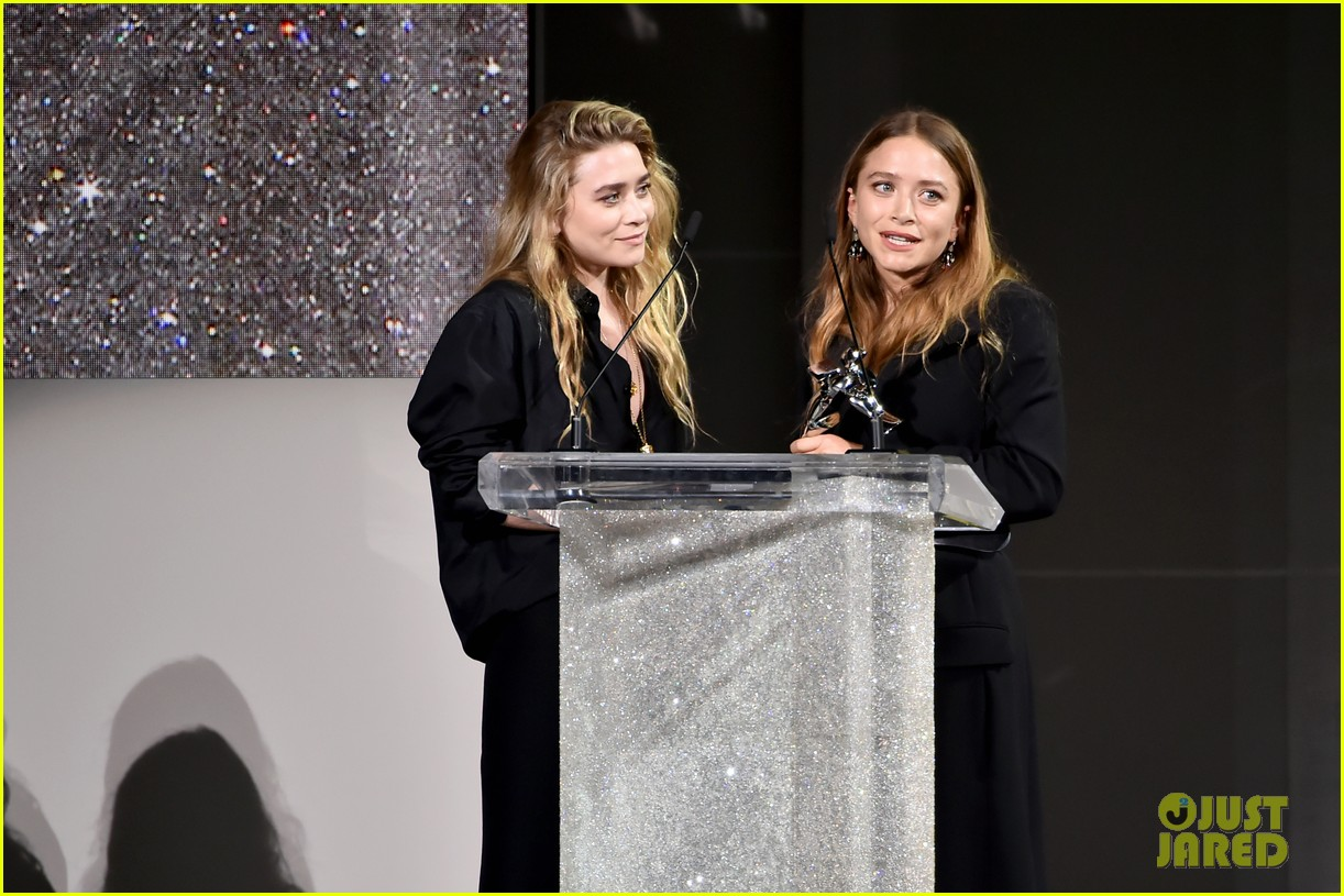 mary kate and ashley olsen win accessories designer of the year at cfda fashion awards 2018 084095263
