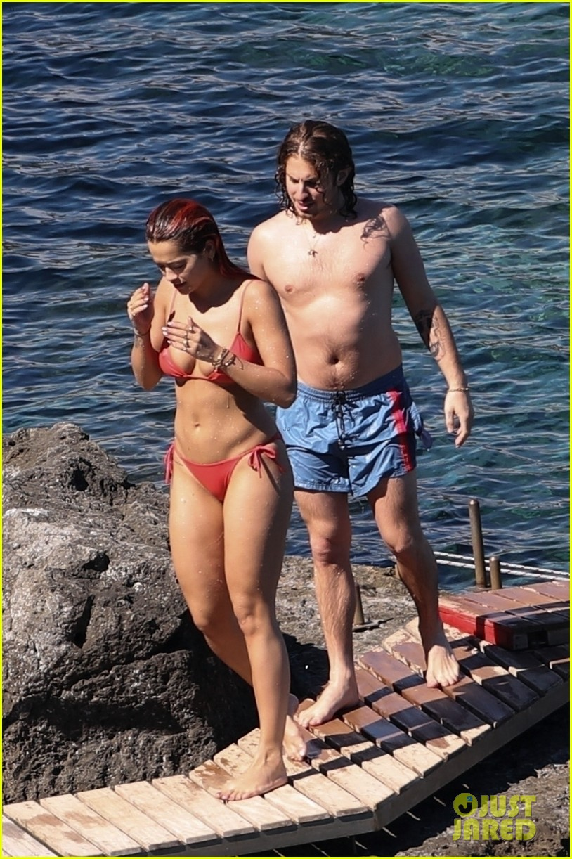 Rita ora topless with boyfriend andrew watt on the yacht nude (16 pictures)