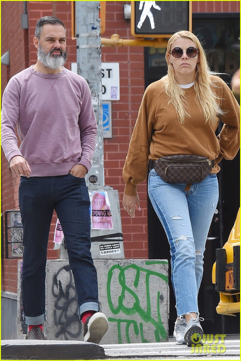 busy philipps marc silverstein nyc photos 014100585