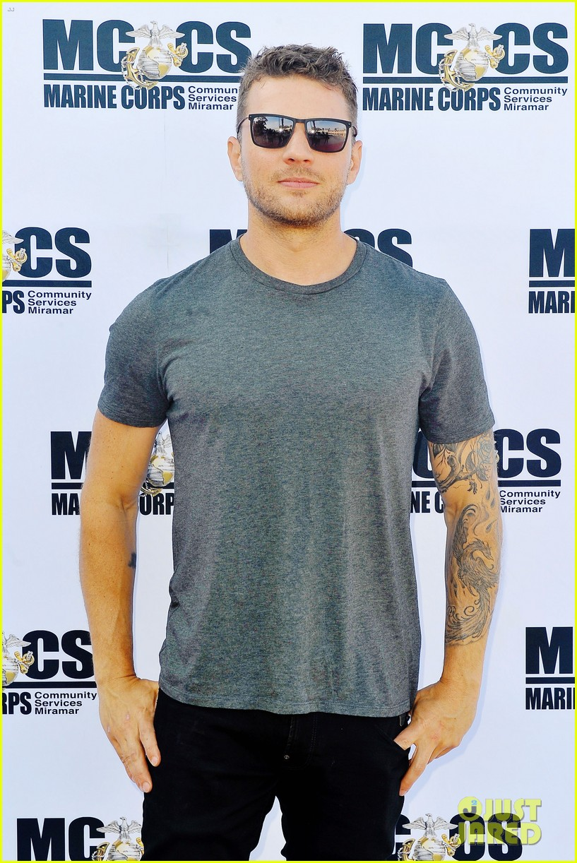 ryan phillippe steps out for shooter season 3 screening 024105169