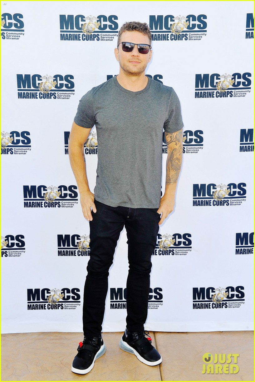 ryan phillippe steps out for shooter season 3 screening 054105172