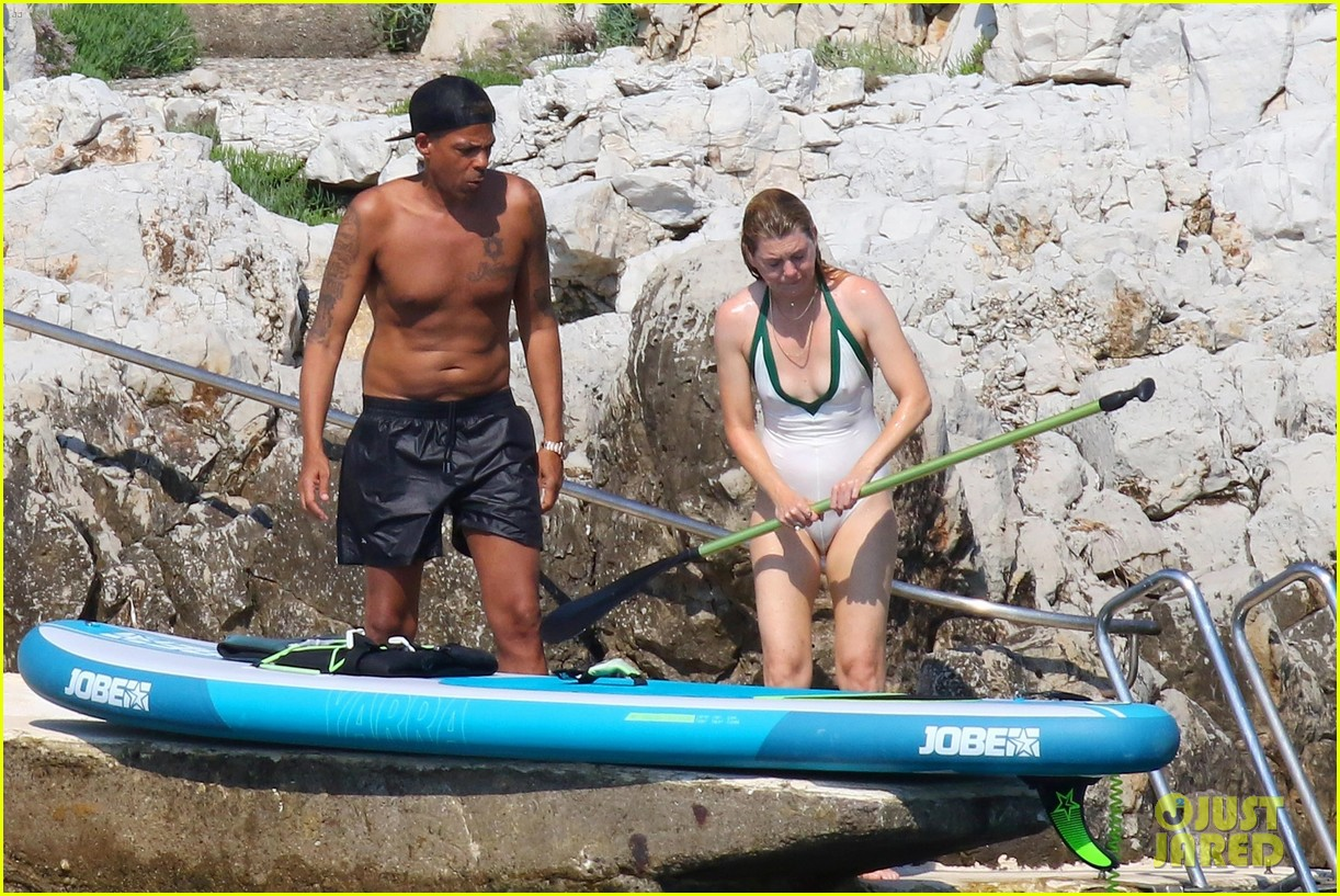 ellen pompeo chris ivery show off beach bodies in france 034106741
