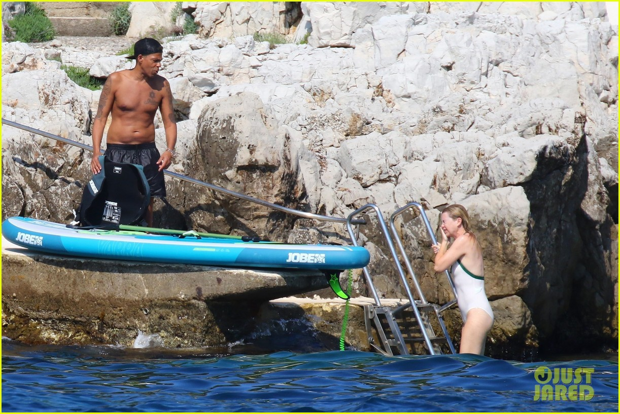 ellen pompeo chris ivery show off beach bodies in france 114106749