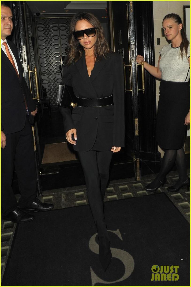 victoria beckham rocks sunglasses at night in london 014101160