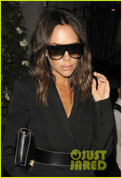 victoria beckham rocks sunglasses at night in london 024101161