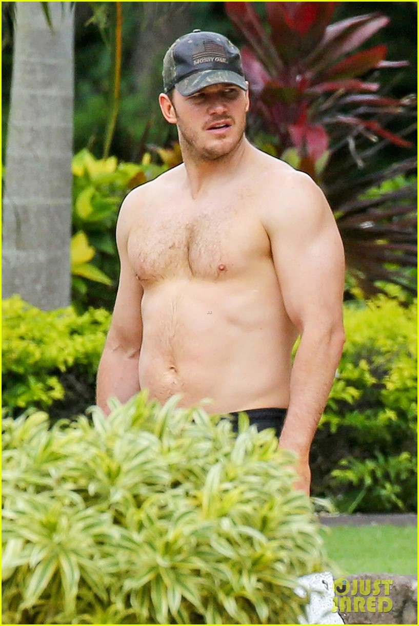 Chris Pratt Goes Shirtless, Shows Off His Hot Body in