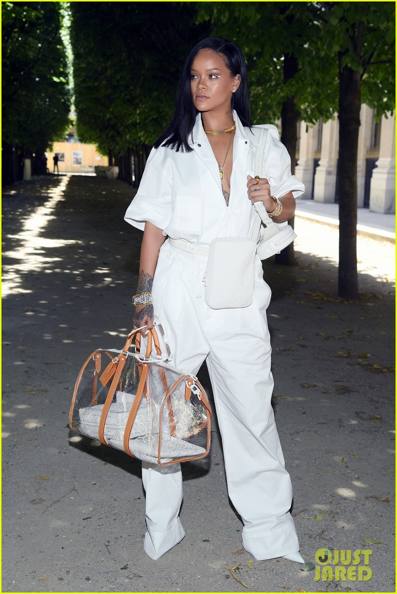 rihanna louis vuitton show 024105305