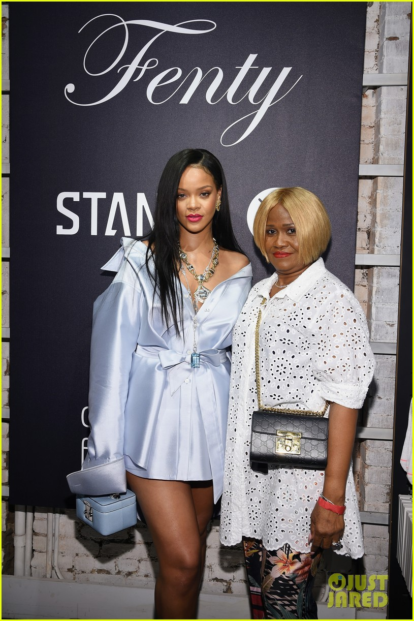 rihanna goes glam for clara lionel foundation event 024097490