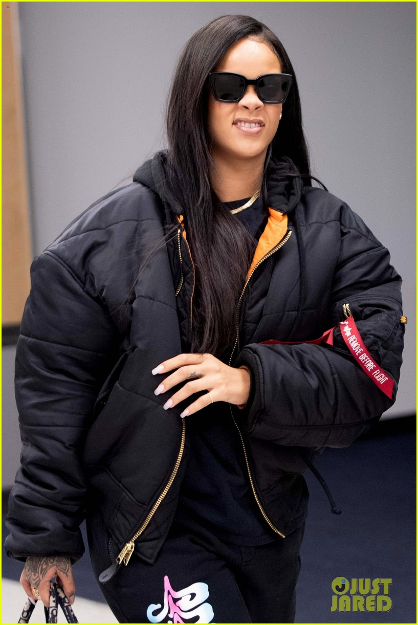 rihanna catches flight out of nyc 014097510