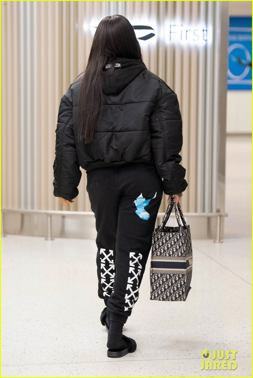 rihanna catches flight out of nyc 024097511