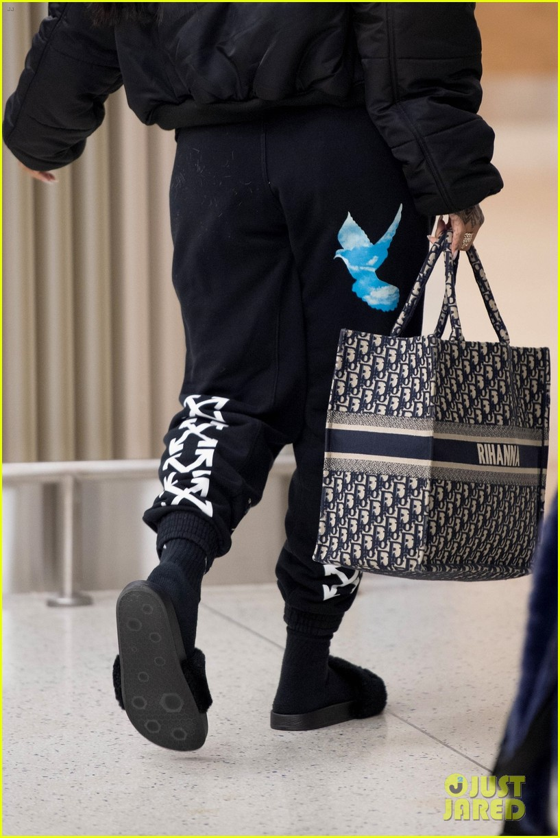 rihanna catches flight out of nyc 044097513