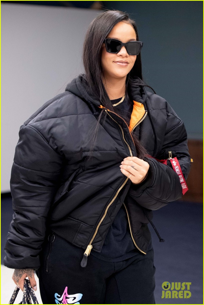 rihanna catches flight out of nyc 074097516
