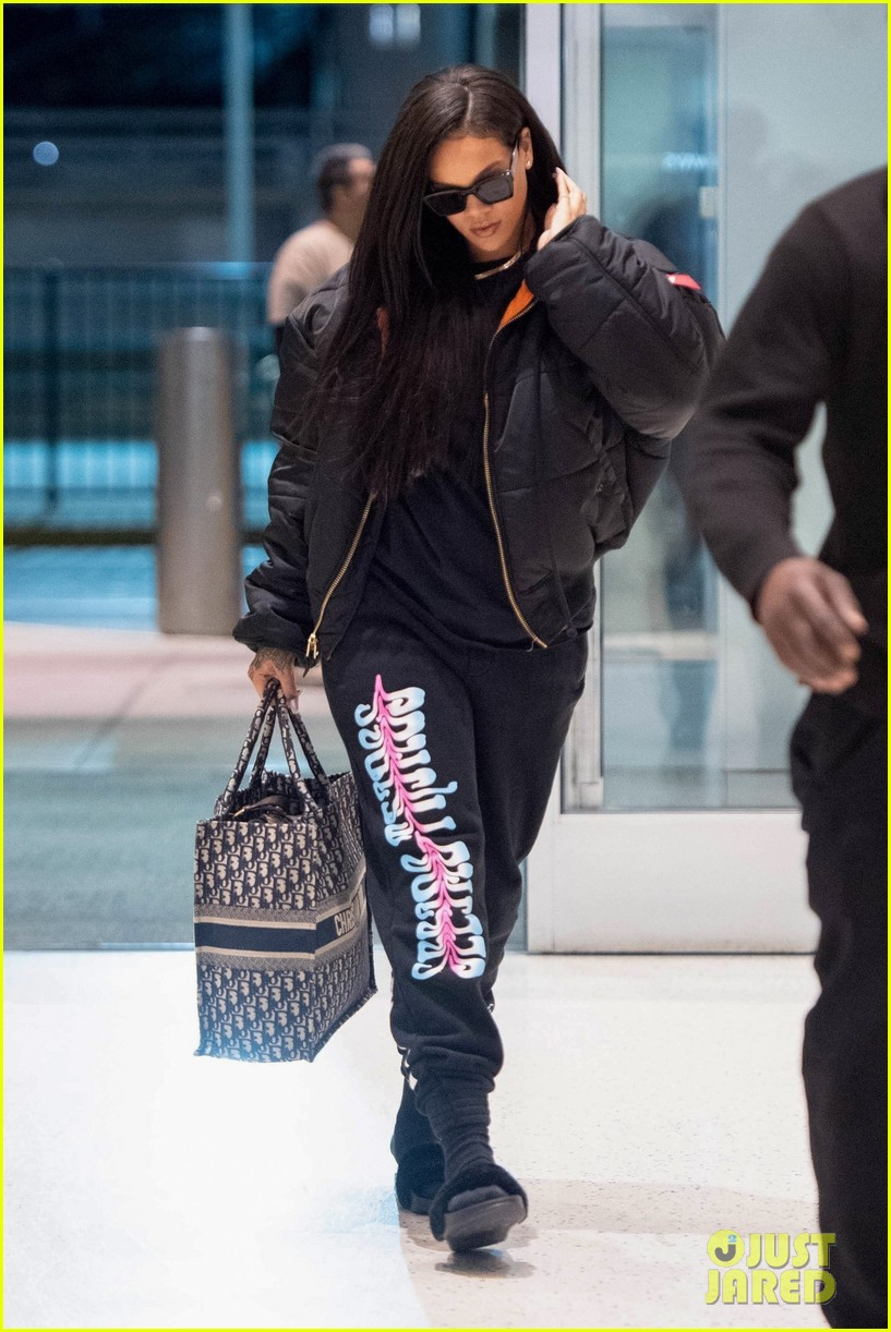rihanna catches flight out of nyc 144097523