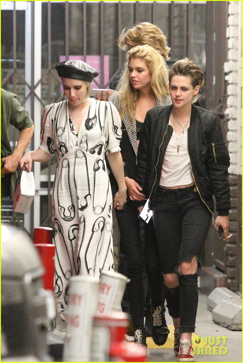 emma roberts hangs out with kristen stewart stella maxwell in hollywood 014098457