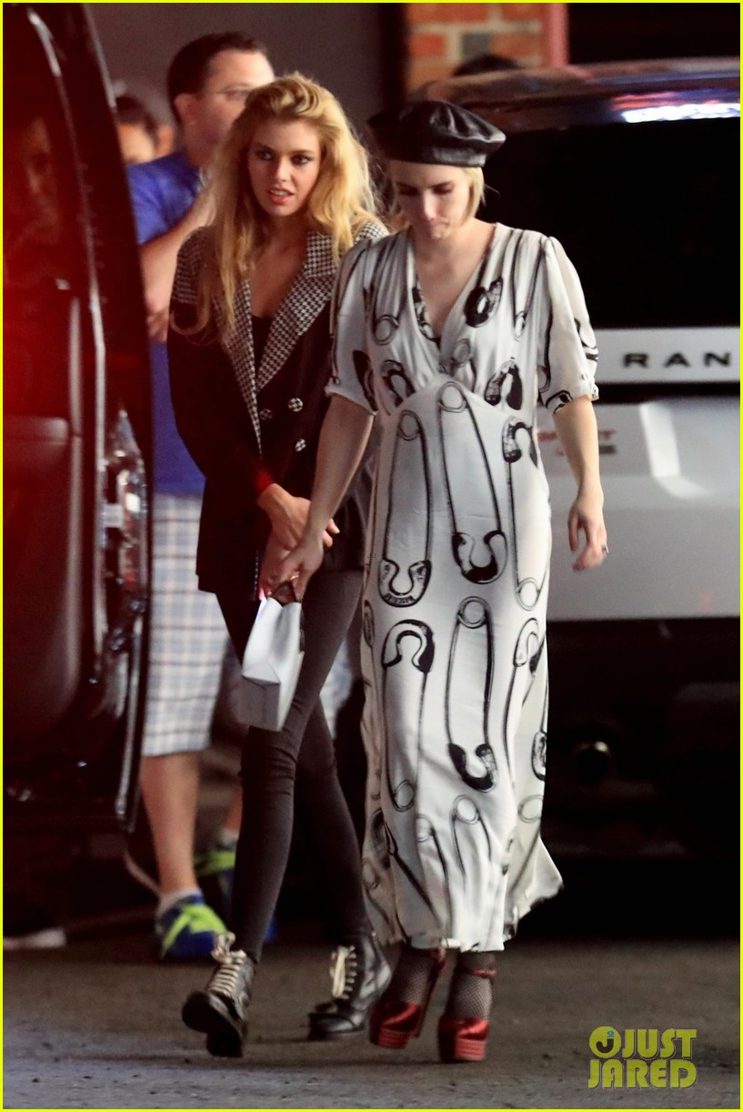 emma roberts hangs out with kristen stewart stella maxwell in hollywood 054098461