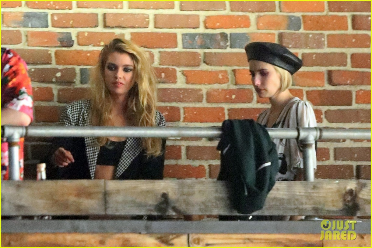 emma roberts hangs out with kristen stewart stella maxwell in hollywood 084098464