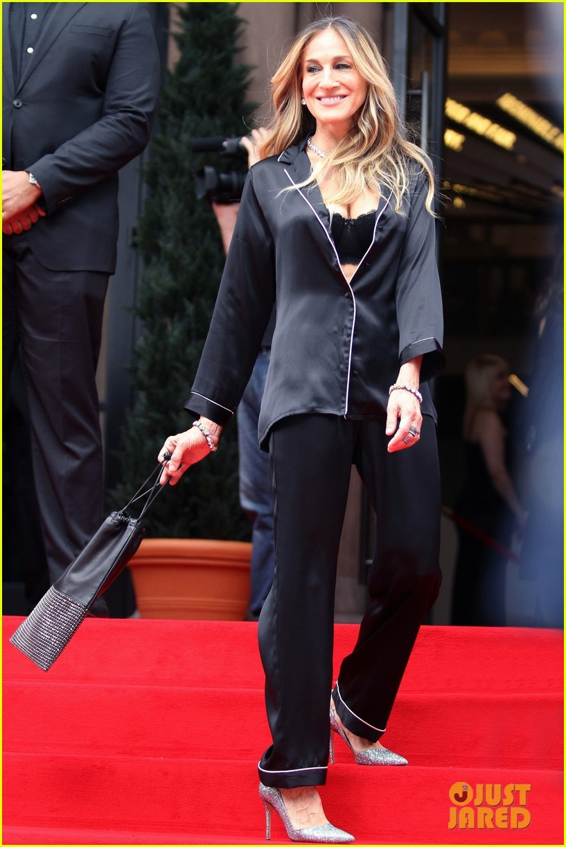 sarah jessica parker goes chic in silk pajamas in nyc 014097128