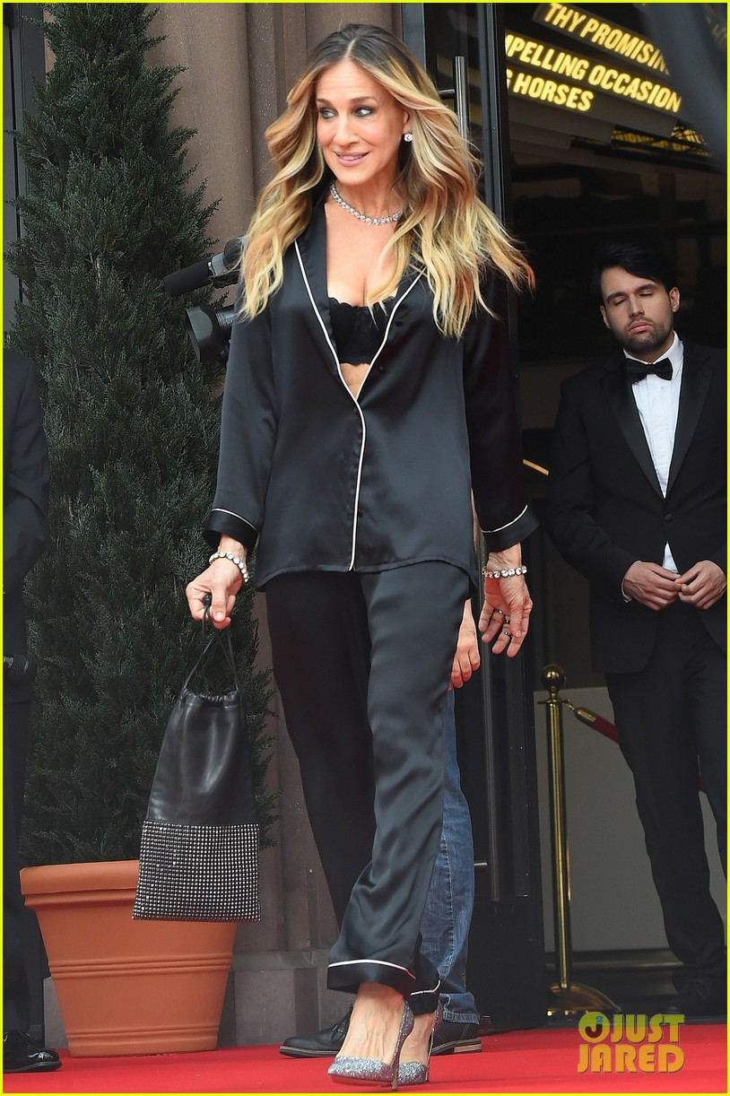 sarah jessica parker goes chic in silk pajamas in nyc 034097130