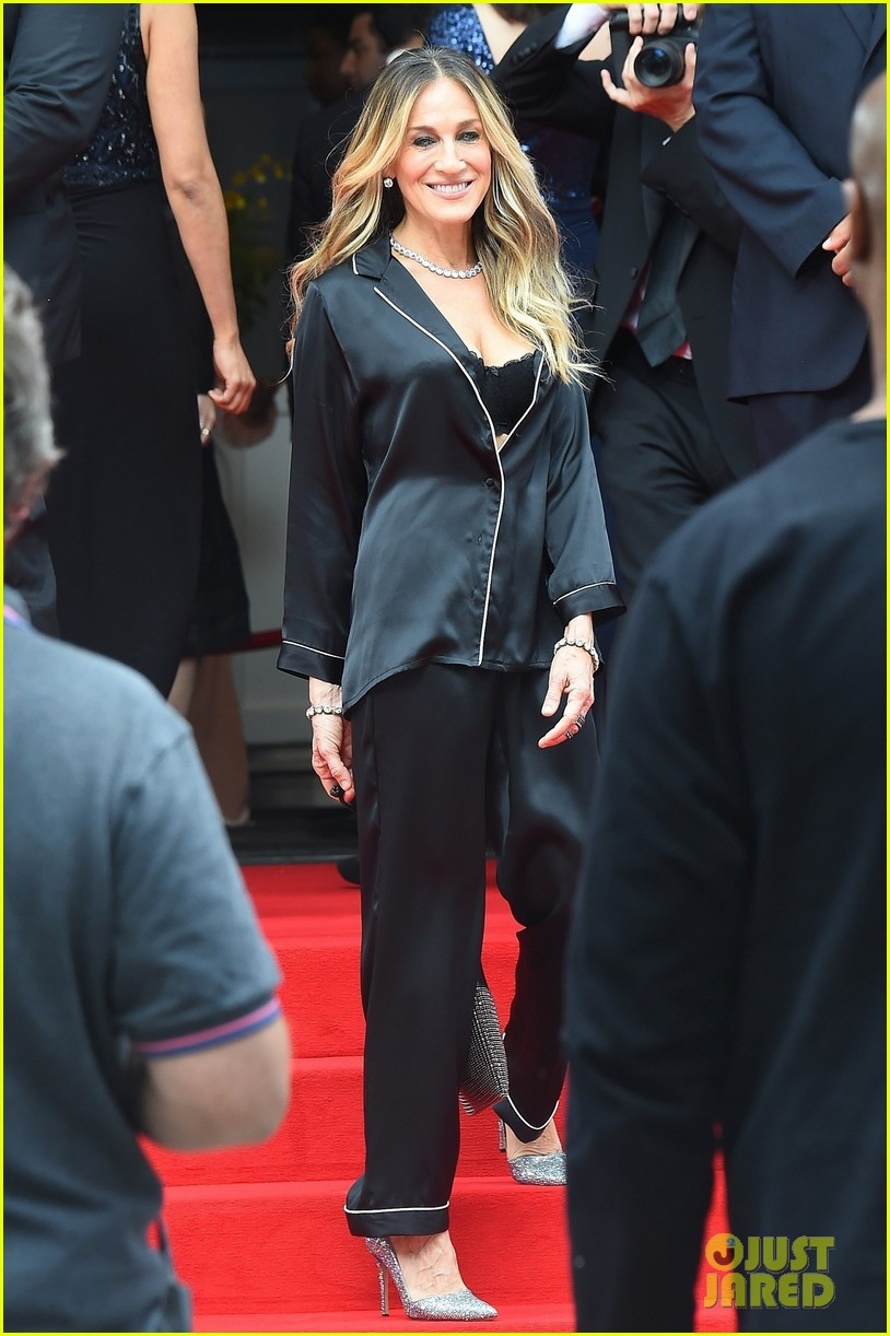 sarah jessica parker goes chic in silk pajamas in nyc 054097132