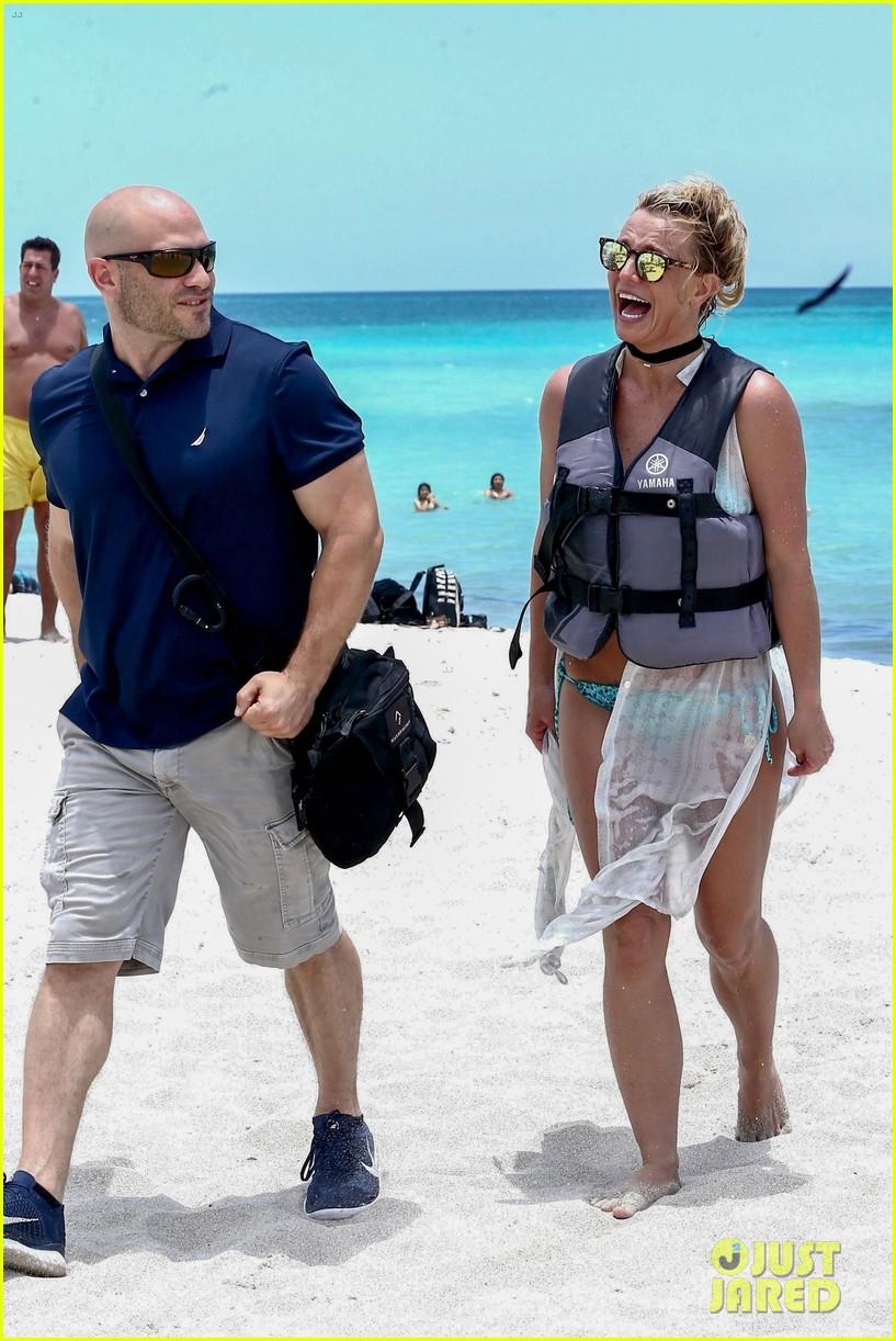 britney spears miami beach day 094096300