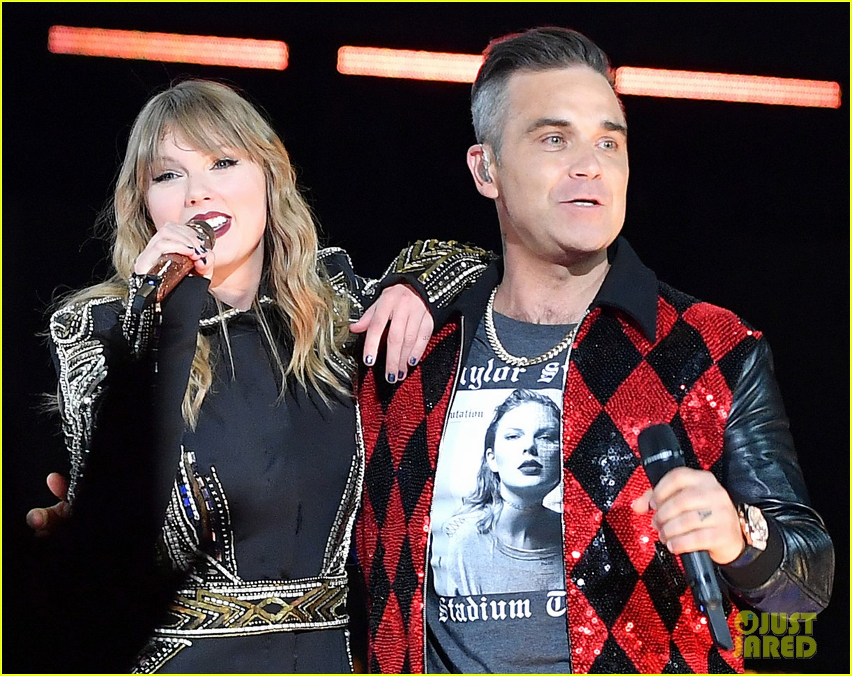 taylor swift brings special guest robbie williams on stage at reputation show in london 014106786