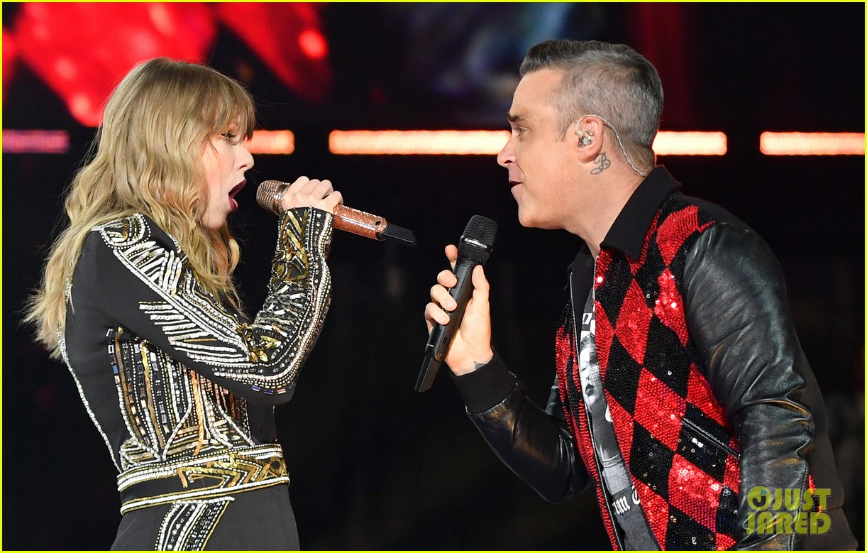 taylor swift brings special guest robbie williams on stage at reputation show in london 034106788