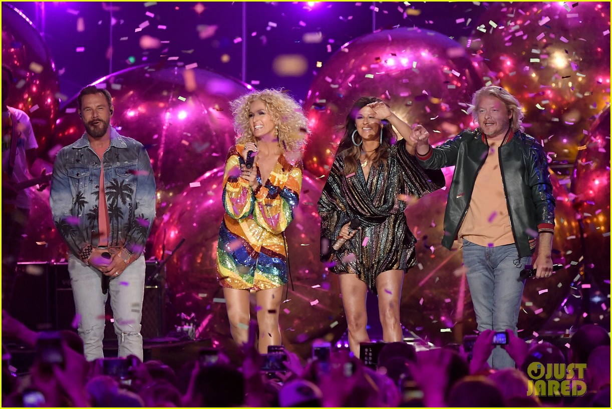little big town performs summer fever for cmt music awards opening 024096580