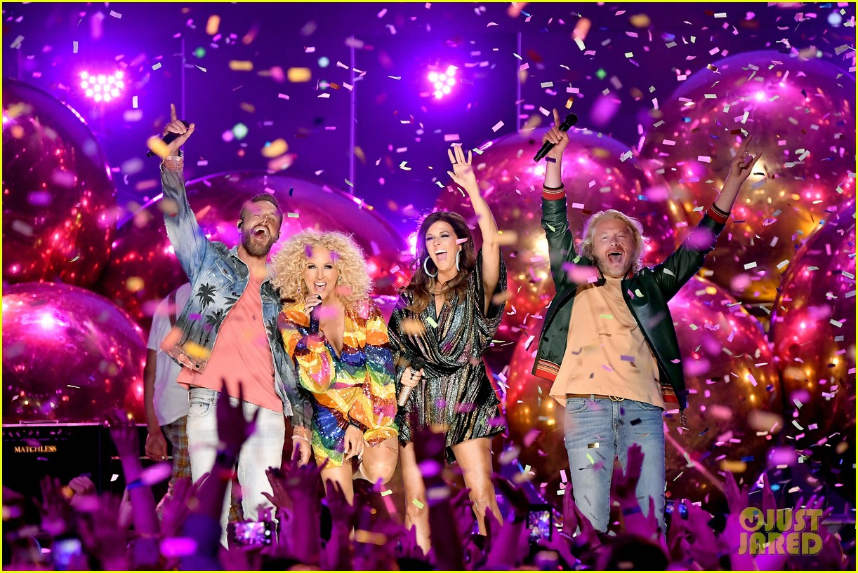 little big town performs summer fever for cmt music awards opening 034096581