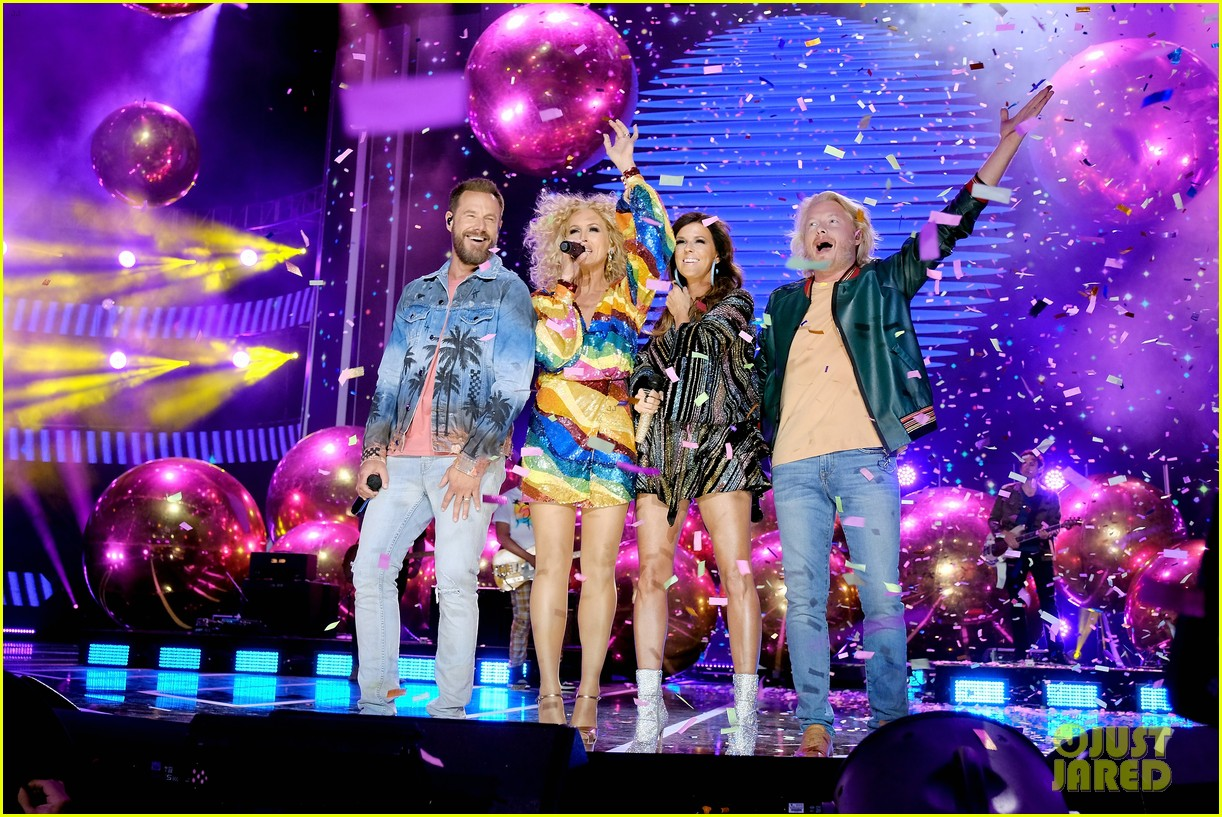 little big town performs summer fever for cmt music awards opening 064096584