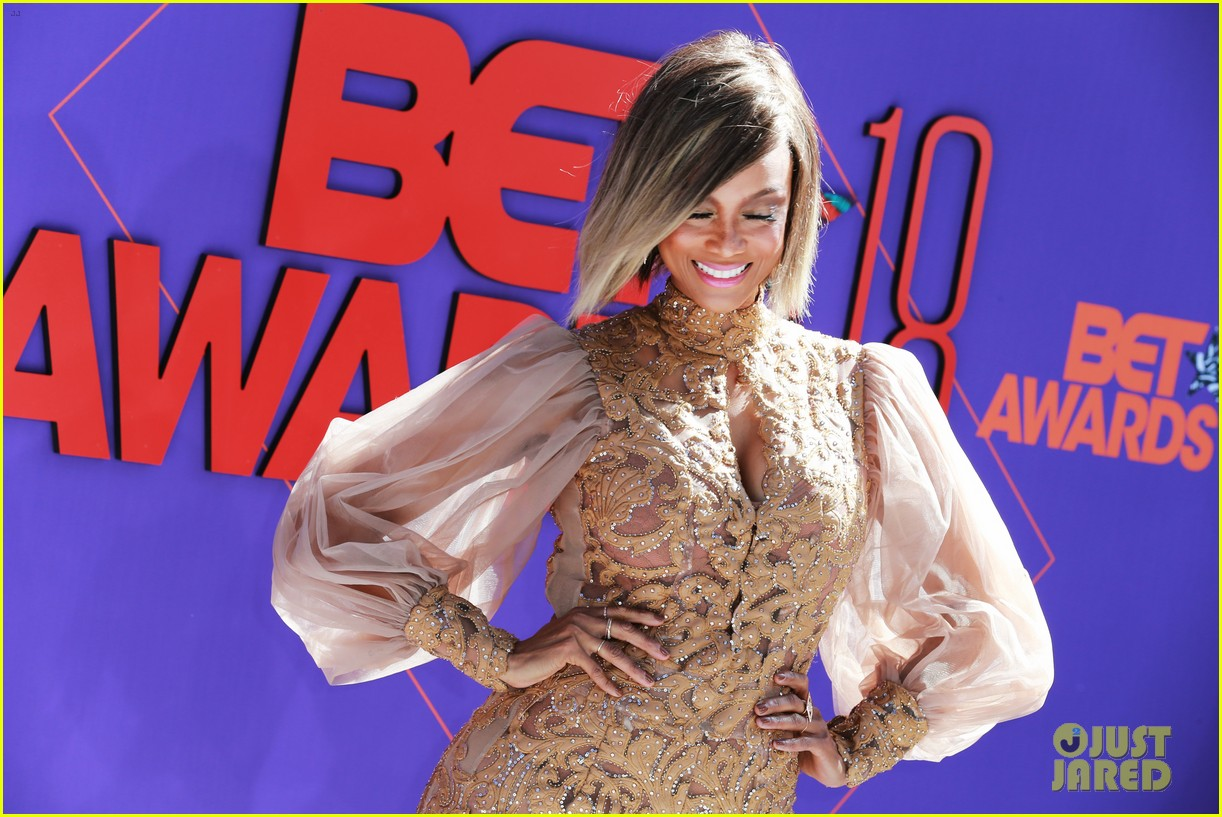 Tyra Banks Looks Fierce on the Red Carpet at BET Awards ...