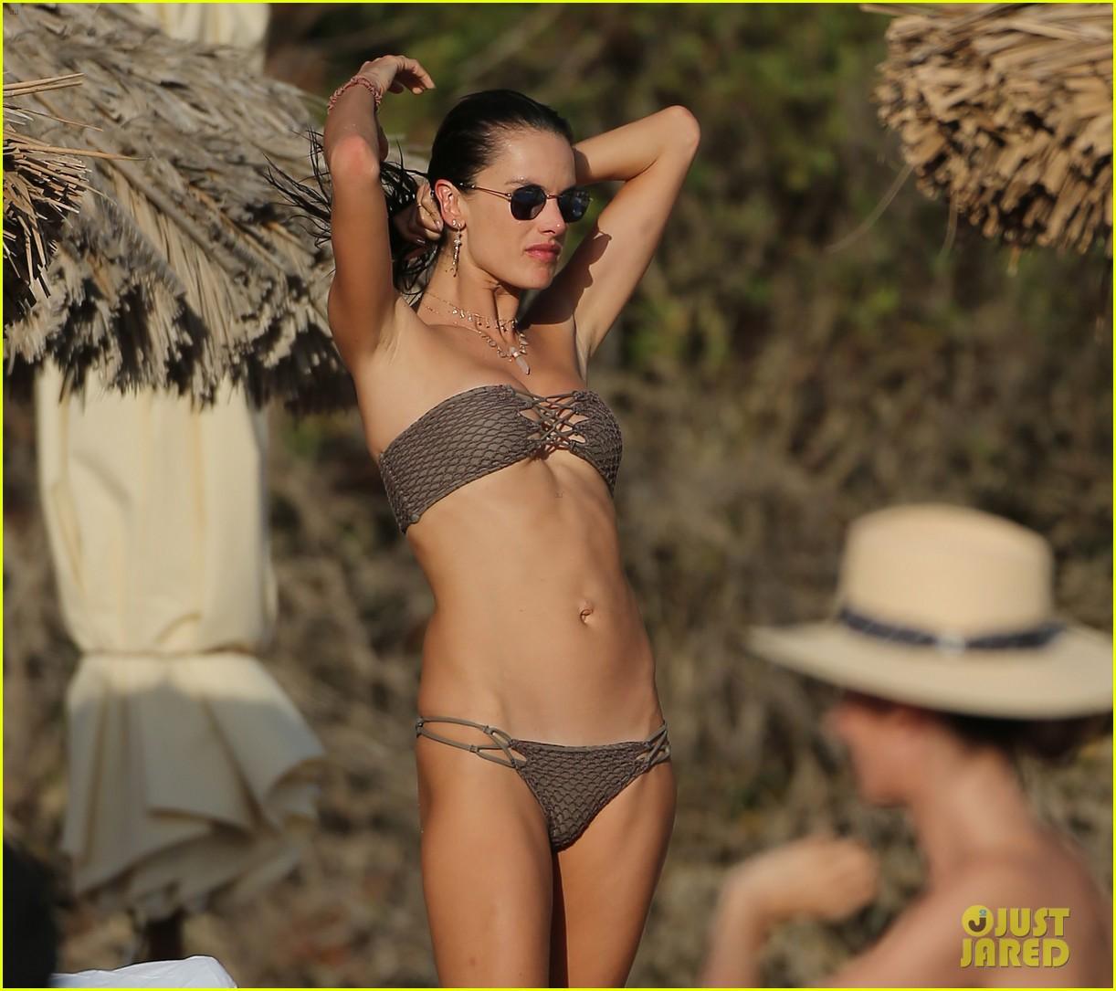 alessandra ambrosio bikini ibiza 034111673