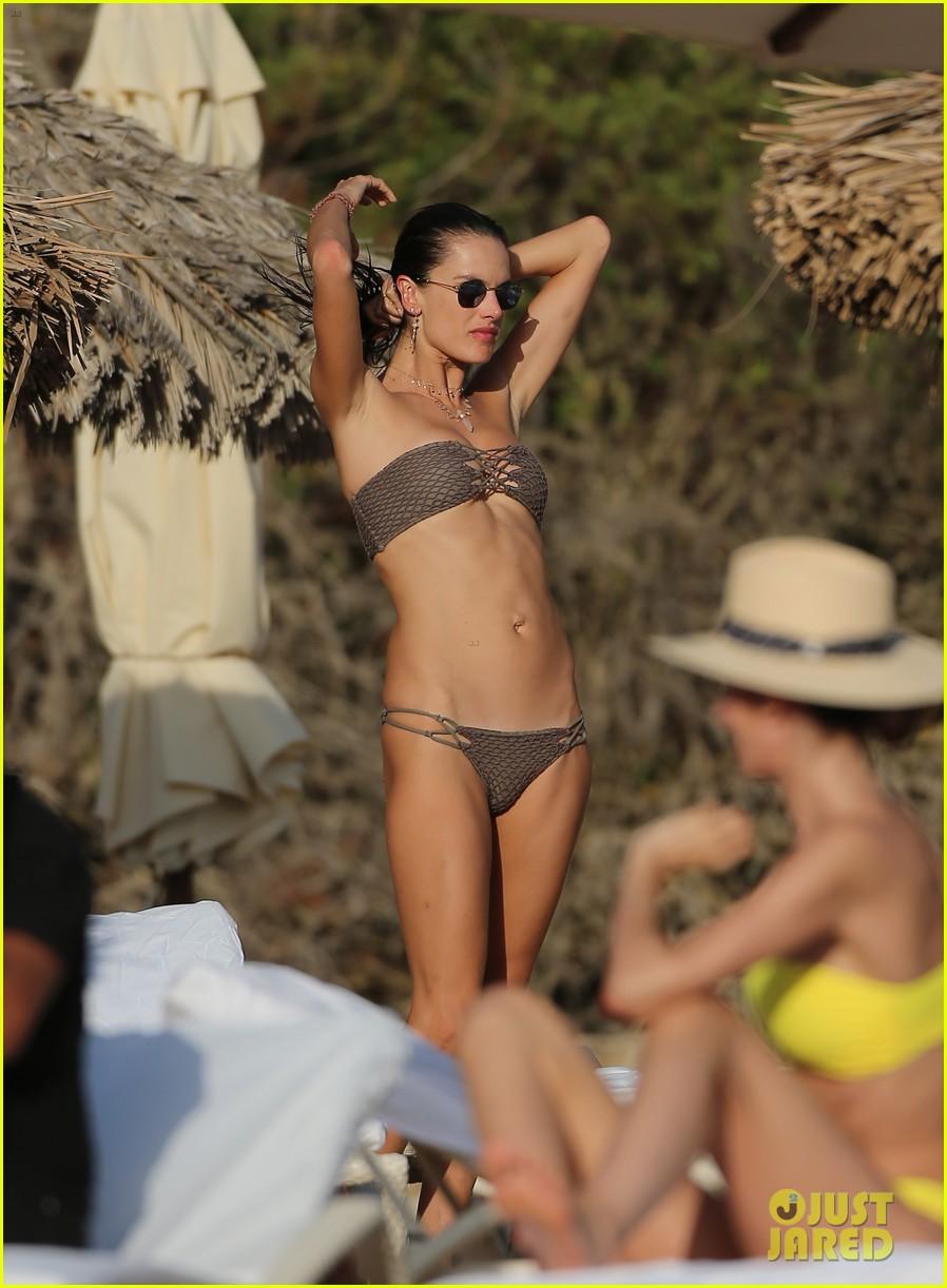 alessandra ambrosio bikini ibiza 054111675