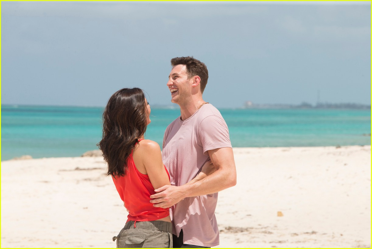 the bachelorette becca kufrin beach garrett blake 044112079