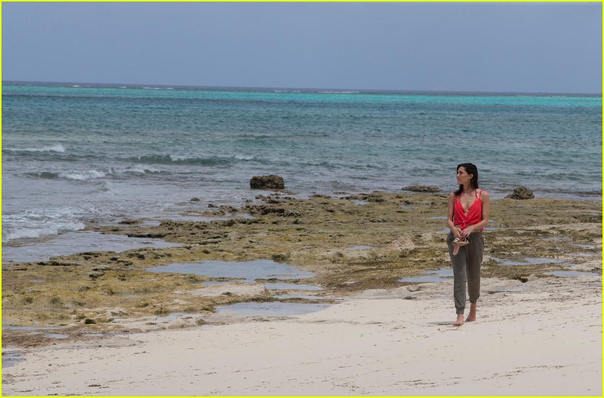the bachelorette becca kufrin beach garrett blake 104112085