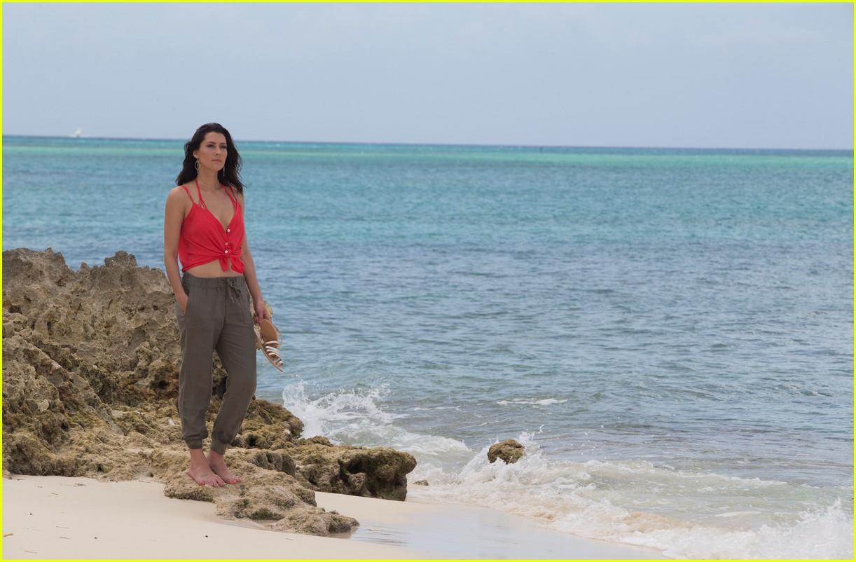 the bachelorette becca kufrin beach garrett blake 134112088