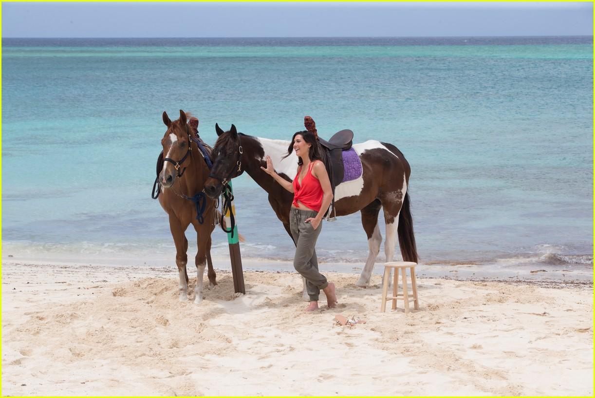 the bachelorette becca kufrin beach garrett blake 144112089