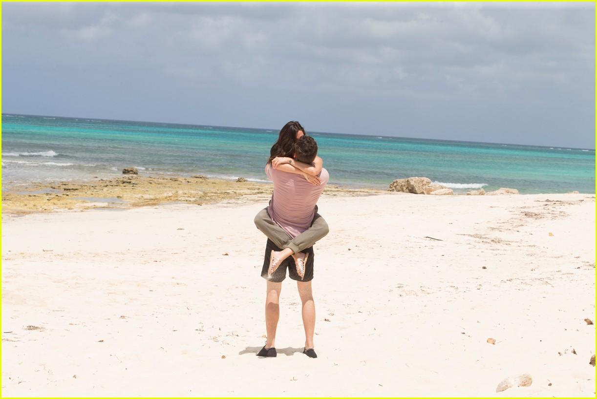 the bachelorette becca kufrin beach garrett blake 154112090