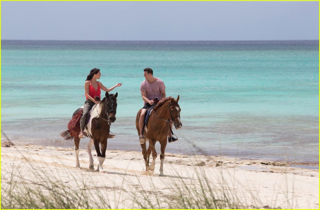 the bachelorette becca kufrin beach garrett blake 184112093
