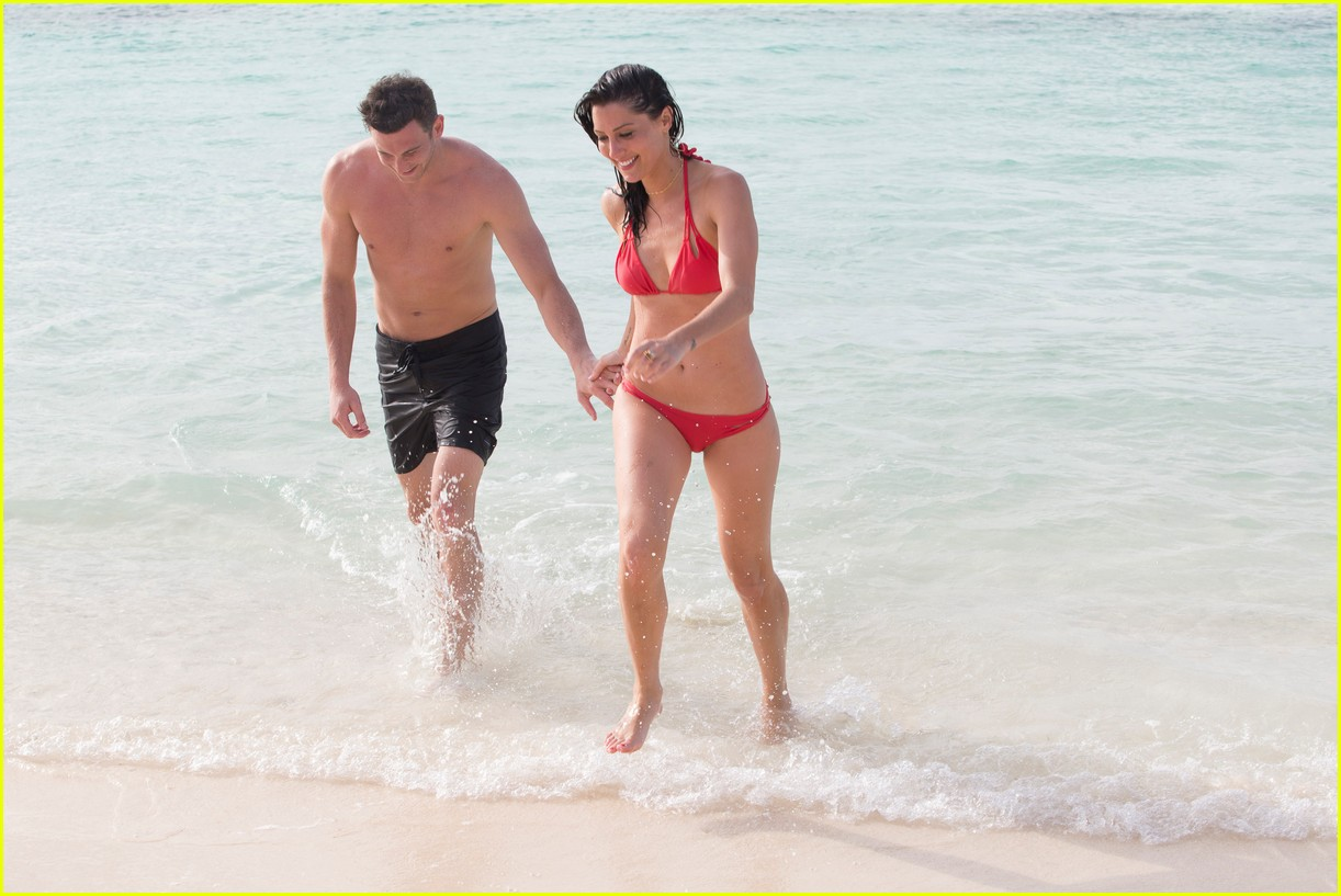 the bachelorette becca kufrin beach garrett blake 254112100
