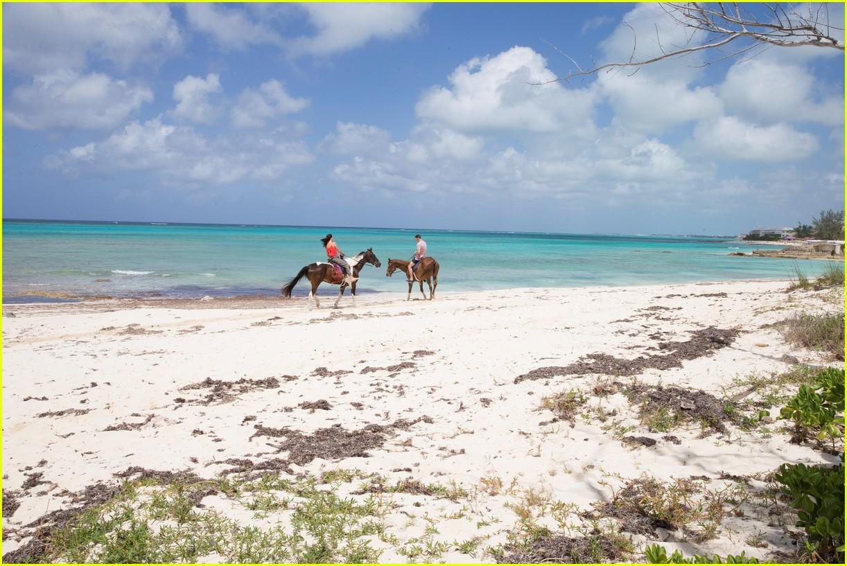 the bachelorette becca kufrin beach garrett blake 284112103