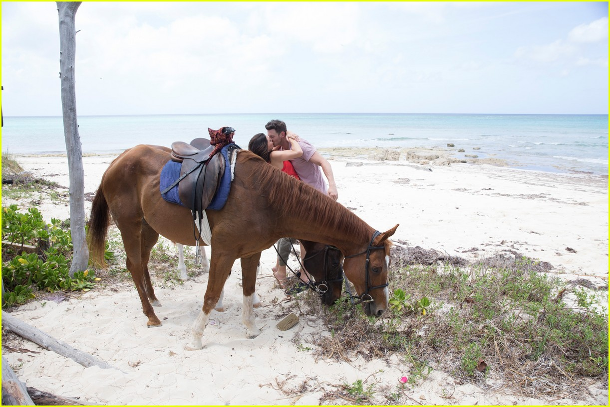 the bachelorette becca kufrin beach garrett blake 304112105