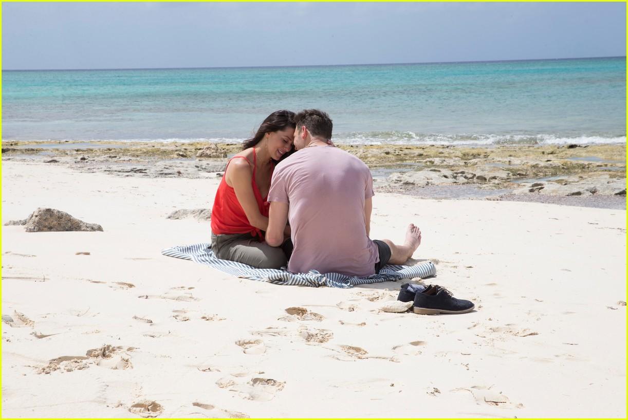 the bachelorette becca kufrin beach garrett blake 334112108