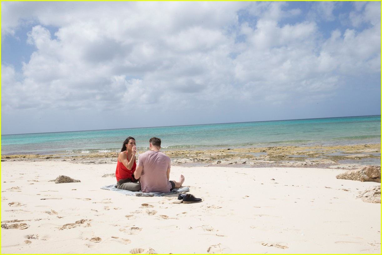 the bachelorette becca kufrin beach garrett blake 344112109