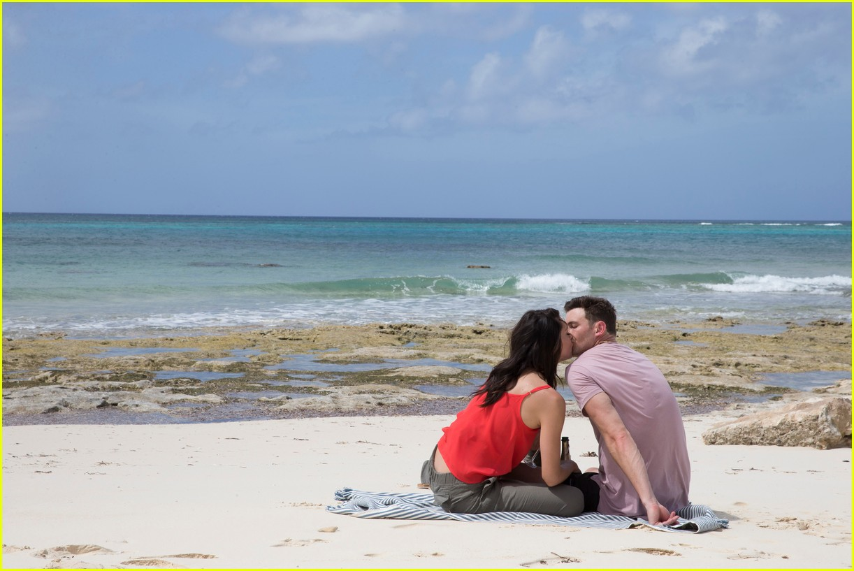 the bachelorette becca kufrin beach garrett blake 354112110