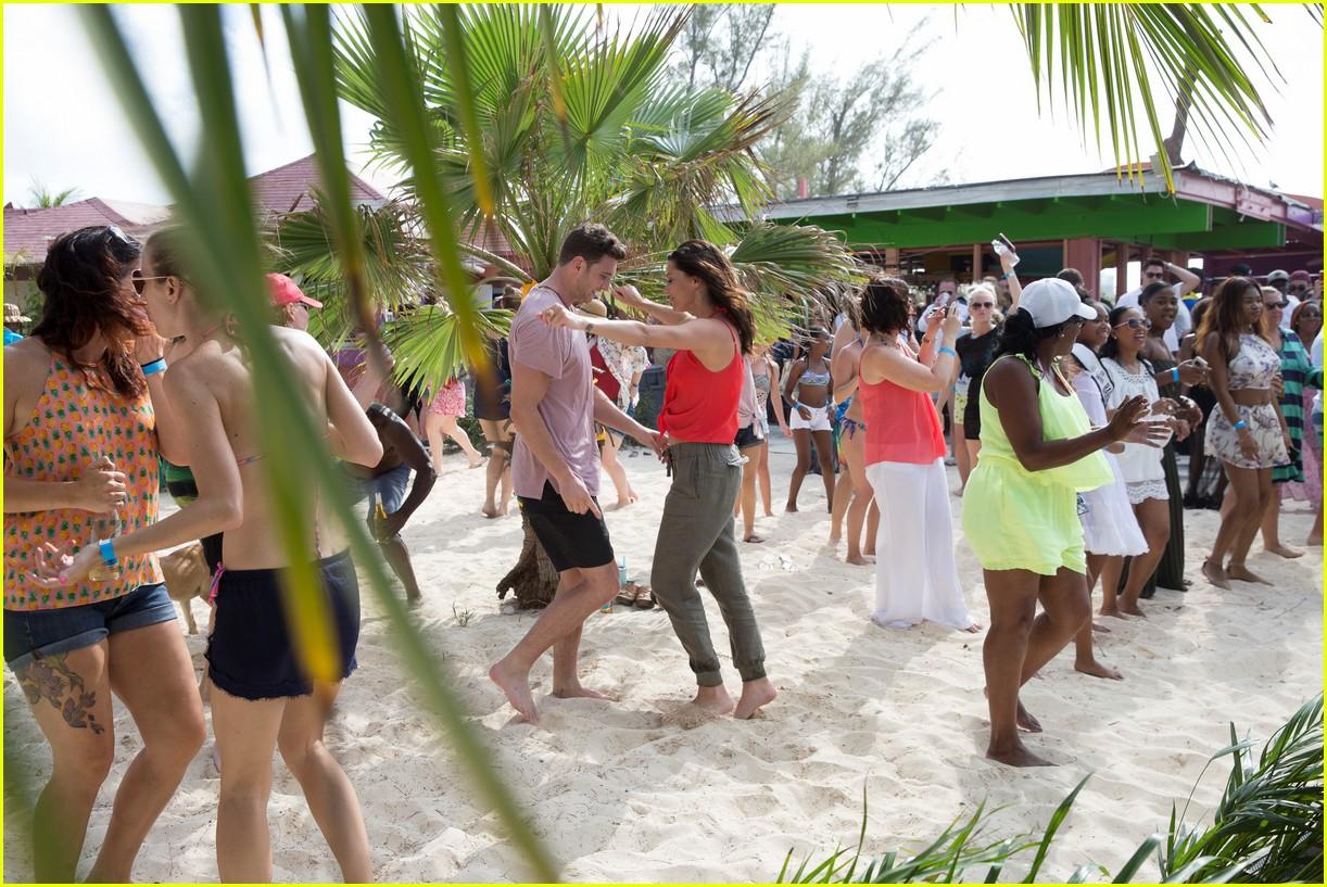 the bachelorette becca kufrin beach garrett blake 374112112